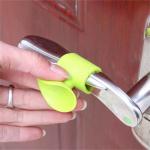Силиконовая насадка - защита на ручку двери 2 шт. цвет салатовый